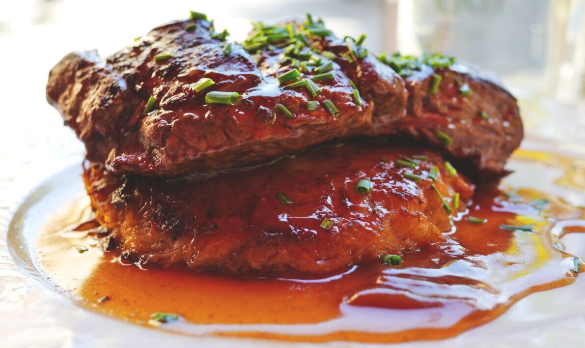 Steak s demi-glace a portským vínem