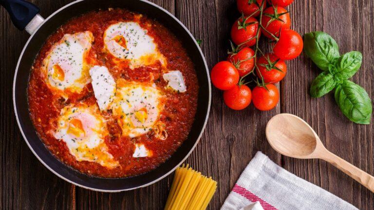 těstoviny se sugo a vejcem